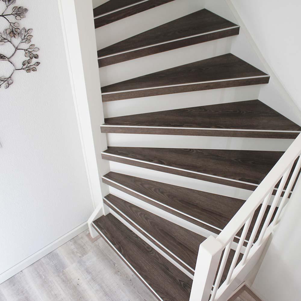 PVC op trap uitgevoerd met de kleur Eiger