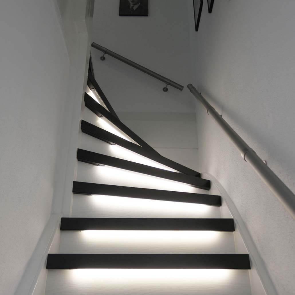 Ovezettreden PaintWood zwart wit inclusief ledverlichting