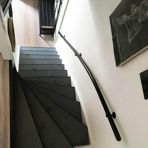 boven aanzicht trap bekleed met laminaat blue steel