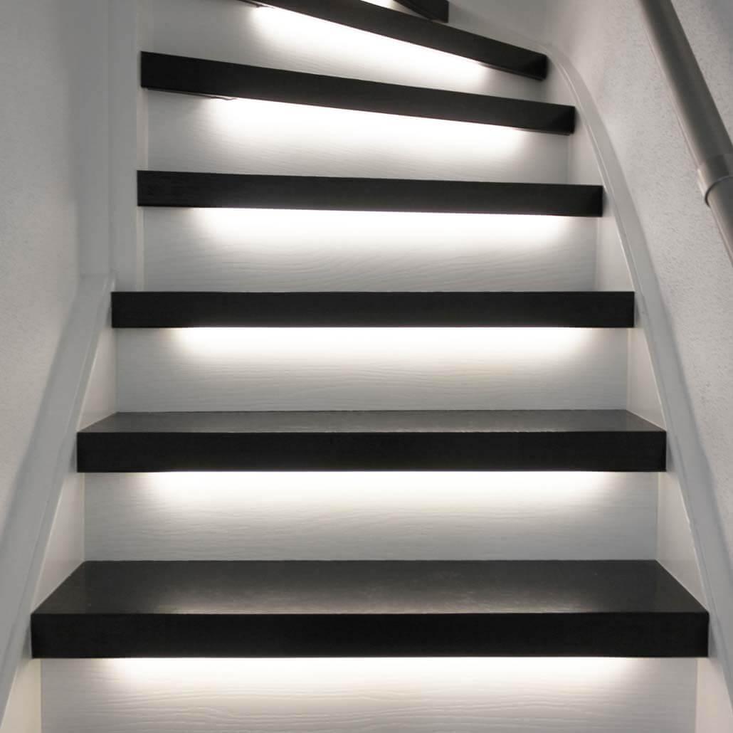 Traprenovatie_zonder trap verven in zwart wit